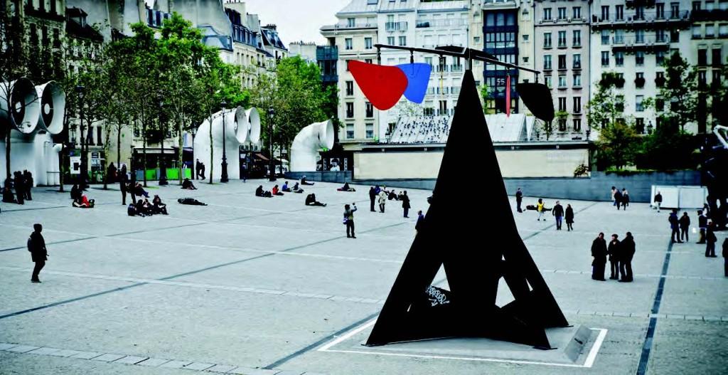 Alexander Calder en la explanada del Pompidou